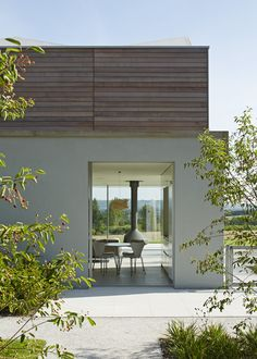Private Highly Commended 2015 Location: Sussex Architect: Wilkinson King Architects Structural Engineer: Packman Lucas Main Contractor/Builder: Westridge Construction Ltd CLT Engineer: Price & Myers CLT Manufacturer: KLH UK Ltd Joinery: S M Carpentry Ltd (external: cladding & decking, internal: linings, timber stair) Wood Supplier: Vincent Timber Wood Species: Spruce, Western Red Cedar (Canada), Engineered Oak The brief was for a timber building that would sit well within the rural setting…