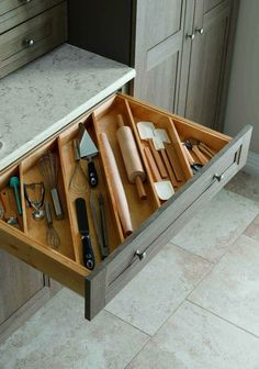 Smart 30 DIY Kitchen Storage Solutions For Your Small Kitchen Clever Kitchen Storage, Kitchen Storage Solutions, Smart Kitchen, Kitchen Organization, New Kitchen, Kitchen Decor, Kitchen Ideas, Organization Ideas, Kitchen Small