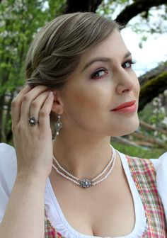Schmuckset Juliana zu frühlingsfrischem Dirndl Schmuck Online Shop, Arrow Necklace, Jewelry, Fashion, String Of Pearls, Earrings, Armband, Handarbeit, Hunting