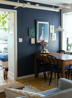 dark blue paint colors for living room Navy Paint Colors, Room Paint Colors, Deco House, Navy Blue Walls, Sweet Home, Dark Walls, Wood Walls, Home Interior, Interior Office