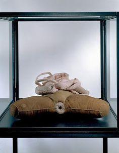 das artes plasticas: Louise Bourgeois, Paris / França - Escultora Movimentos artísticos de vanguarda do séc. XX