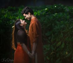 Have you missed your pre-wedding shoot? Don't worry, because you can have a crazy post-wedding photoshoot poses anytime! Check out these amazing ideas for having a fun post-wedding photoshoot ideas. Wedding Couple Poses Photography, Couple Photoshoot Poses, Top Wedding Photographers, Indian Wedding Photography, Mehendi Photography, Photography Ideas, Couple Shoot, Indian Wedding Photos, Friend Photography