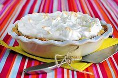 Omenapaistos hurmaa maullaan! Marengin alle kätkeytyy kanelilla ja vaniljalla maustettu omenatäyte. Deli, Pudding, Pie, Sweets, Desserts, Food, Recipes, Pinkie Pie, Sweet Pastries