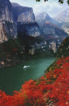 Experience the Lesser Three Gorges with the Sanctuary Yangzi River Explorer.
