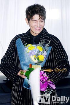 Kyun Sang, Netflix Horror, Kim Yoo Jung, Korean Actors, Kdrama, Singing, Songs, Cute, Movies