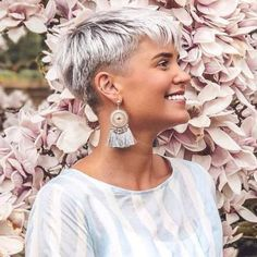 Frisuren für dünnes haar 2020 – Kurze Haare 2020 Best Picture For pretty hair style For Your Taste You are looking for something, and it is going to t Pixie Hairstyles, Short Hairstyles For Women, Easy Hairstyles, Undercut Hairstyles, Hairstyle Ideas, Short Grey Hair, Short Hair Cuts, Funky Short Hair, Short Shag Haircuts