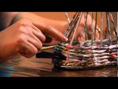 """""""Ручная работа"""" плетение из газеты (14.08.2013) - YouTube"""