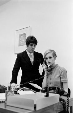 Twiggy shows Justin De Villeneuve she is capable of answering the phone