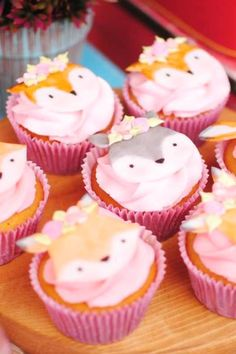 The animal cupcakes at this woodland baby shower are adorable. See more party ideas and share yours at CatchMyParty.com #catchmyparty #partyideas #4favoritepartiesoftheweek #woodlandparty #woodlandbabyshower #woodlandcupcakes