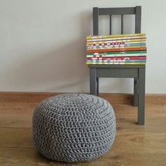 Haak by Daphne: Pief paf poefjes Crochet Pouf, Crochet Cushions, Love Crochet, Diy Crochet, Crochet Hooks, Stool Covers, Diy Cushion, Rugs On Carpet, Trapillo