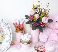 This would be the perfect gift! Soft Pink makeup brush holder, makeup organiser, baby pink Mason Jar decor, makeup storage, rose gold desk accessories, pen pot, ball mason | #affiliate