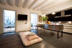 NC's House, Barbara Appolloni, Barcelona. TV watching giant floor cushions