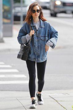 Лили Коллинз с сумкой Chanel's Gabrielle в Беверли-Хиллз - мода, красота, украшения, новости, тренды, коллекции брендов одежды, обуви и аксессуаров: все новинки в онлайн-версии журнала Vogue.