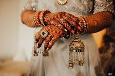 Trending Mini Kaleeras For Brides Who Love To Experiment Indian Wedding Planning, Wedding Planning Websites, Bridal Bangles, Bridal Jewelry, Gold Jewelry, Bridal Looks, Bridal Style, Bridal Jewellery Inspiration, Sari Design