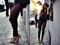 Hello purple pants and nude pumps! Purple Pants, Burgundy Pants, All Black Fashion, Expensive Clothes, Cold Weather Fashion, Autumn Winter Fashion, Winter Style, Colored Jeans, Passion For Fashion