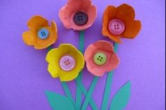 Brighten your walls with these cheery colourful blooms, made from an old egg box. Here are the step by step instructions for this quick and easy craft for kids.