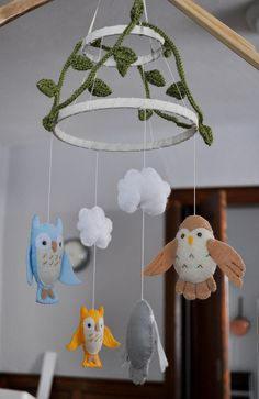 Woodland owl baby mobile by maylenor Owl Crafts, Baby Crafts, Crafts For Kids, Arts And Crafts, Diy Wanddekorationen, Owl Mobile, Baby Dekor, Craft Projects, Projects To Try