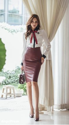 uber-femininity: When she dresses classy to go to an important. Asian Fashion, Look Fashion, Fashion Models, Girl Fashion, Womens Fashion, Sexy Outfits, Fashion Outfits, Style Feminin, Pencil Skirt Outfits