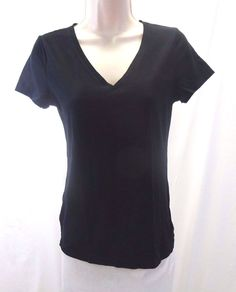 GAP GapBody Pure Body Black Women's T-shirt V-neck GUC Medium #GAP #BasicTee