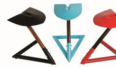 SGABELLO SHOVEL Seduta costituita da una pala di metallo, con sostegno in fibra di carbonio, design Leo Capote, autoproduzione.