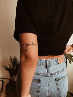 Perfect placement tattoo ideas for women 15 Source tattoo designs, tattoo, small tattoo, meaningful Tattoo Platzierung, Tatoo Henna, Tattoo Fails, Tattoo Script, Mini Tattoos, Body Art Tattoos, Small Tattoos, Cool Tattoos, Piercing Tattoo