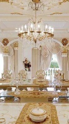 Chateau d'Or: A French-Inspired Palace of Gold in Bel Air - 2 Home Luxury, Luxury Homes Interior, Luxury Life, Luxury Living, Interior And Exterior, Mansion Interior, Interior Design, Beautiful Interiors, Beautiful Homes