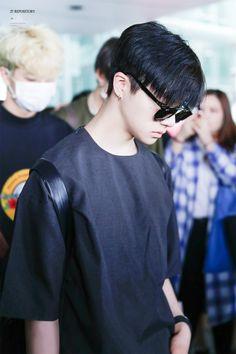 Jinhwan with black hair, god bless 🙌 © 27 Repository - J Yg Entertainment, Black Hair Kpop, Kpop Hair, Bobby, Yg Ikon, Kim Jinhwan, Jay Song, Korean Celebrities, Celebs