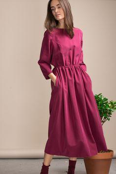 Платье Черешня с открытой спиной гранатового цвета, вид спереди - эксклюзивно от Неповторимых