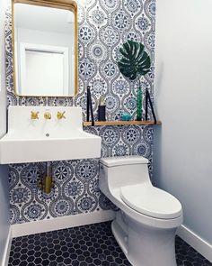 Christianne Benner Design - DIY Deco Home Trends Tiny Bathrooms, Beautiful Bathrooms, Small Bathroom, Bathroom Spa, Bathroom Fixtures, Powder Room Wallpaper, Bold Wallpaper, Modern Wallpaper, Tiny Powder Rooms