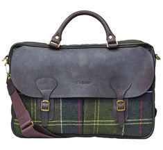 Combining business-ready functionality with Barbour's signature waxed finish, the Wax Leather Wool Briefcase is a robust commuting companion. This laptop-sized briefcase is crafted with a waxed cotton and antique brass hardware. The Barbour's iconic Classic Tartan used in- and outside adds unmistakable authenticity, while two leather carry handles are complemented by a detachable webbing shoulder strap for extra practicality.