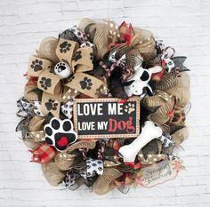 Dog Wreath Dog Mesh Wreath Dog Lover Wreath by SplendidHomecrafts Holiday Wreaths, Holiday Crafts, Couronne Diy, Deco Mesh Wreaths, Burlap Wreaths, Mesh Wreaths Summer, Dog Wreath, Wreath Crafts, Wreath Ideas