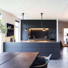 Trendy kitchen modern interior design home Ideas Rustic Kitchen, Contemporary Kitchen, Kitchen Renovation, Stylish Kitchen, Kitchen Room, Kitchen Interior, Interior Design Kitchen, Kitchen Layout, Modern Kitchen Design