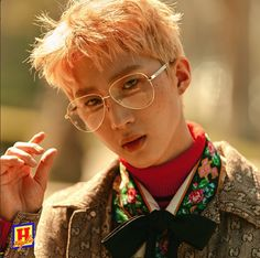 Triple H's HyunA, E'Dawn, and Hui are looking fierce with freckles in concept photos Triple H, K Pop, Hyuna Photoshoot, Pentagon Members, Into The Fire, E Dawn, Cube Entertainment, Retro Futurism, Rock