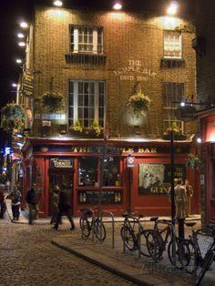 The Temple Bar Pub, Temple Bar, Dublin, County Dublin, Republic of Ireland (Eire) Lámina fotográfica