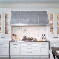 #BPHloves this #kitchen by #obrienharris  #stainlesssteel #rangehood and #bench #builtin #buffet #marble #backsplash