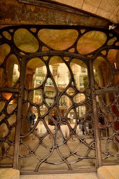 Gaudí, art noveau. My all time favorite architect.