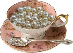 Pretty way to organize your beads.  I knew there was more to me loving these tea cups. xxx