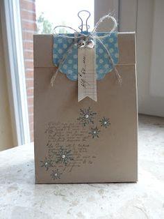 Jenny's Papierwelt: ~ Kleines weihnachtliches Täschchen als Dankeschön ~