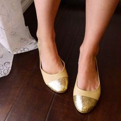 DIY Cap-Toe Flats. Making these yourself is so easy! Photos and instructions on the site.