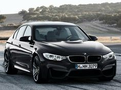 BMW F30  Ontwerper: Christopher Weil Productiejaren: 2012-heden Materiaal: Metaal, plastic, stof en leer. Men kan de auto in verschillende vormen kopen wat weer handig is voor mensen die een bepaalde voorkeur aan iets geven.