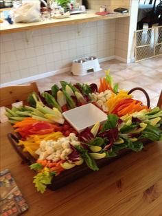 30 Trendy Ideas for fruit display cafe cheese platters Veggie Platters, Veggie Tray, Cheese Platters, Food Platters, Wedding Appetizers, Yummy Appetizers, Vegetable Tray Display, Christmas Party Food, Christmas Appetizers