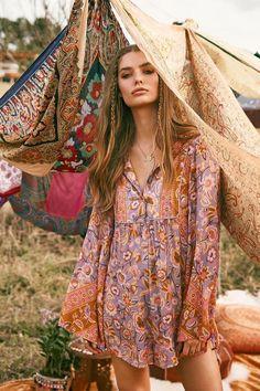 ╰☆╮Boho chic bohemian boho style hippy hippie chic bohème vibe gypsy fashion indie folk the . Gypsy Style, Boho Gypsy, Hippie Boho, Boho Style, Hippie Hair, Modern Hippie Style, Modern Gypsy, Bohemian Hair, Trendy Style