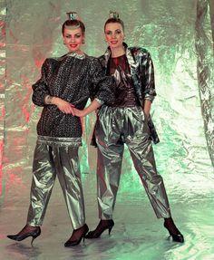 Damenmode DDR | Bildrechte: dpa | Die 80er-Jahre waren bunt und schrill. Selbst die Festmode von Textima aus dem Jahr 1986 wirkte wie vom anderen Stern.
