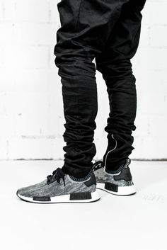 Are you addicted to adidas sneakers? Great Adidas Sneakers for and on feet! Find here the best of adidas Originals! Fashion Week, New York Fashion, Teen Fashion, Runway Fashion, Fashion Models, Fashion Trends, Sport Outfits, Fall Outfits, Summer Outfits