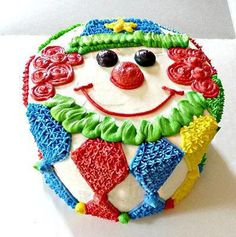 Smash Cake Recipes & Tutorials to help you plan a smashing first birthday party for the special baby girl or baby boy! Circus Smash Cakes, Circus Theme Cakes, Carnival Cakes, Baby Cake Smash, Themed Cakes, Carnival Costumes, Clown Party, Birthday Clown, Carnival Birthday Parties