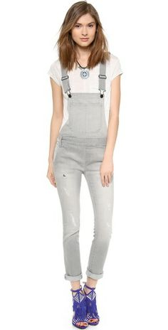 Overalls are not only limited to 6 year-olds. Now you can wear them with crop tops, wedged boots, cloth tote and re-live your inner child. Over 50 Womens Fashion, Plus Size Fashion For Women, Skinny Overalls, Dungarees, Black Orchid, Grey Outfit, Fashion Photo, Spring Outfits, Fashion Outfits