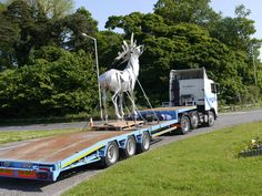 Clare Biggers Irish Elk sculpture on the move. Courtesy of HMT Shipping.