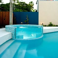Everyone loves luxury swimming pool designs, aren't they? We love to watch luxurious swimming pool pictures because they are very pleasing to our eyes. Now, check out these luxury swimming pool designs. Pool Bad, Kleiner Pool Design, Luxury Pools, Luxury Swimming Pools, Luxury Spa, Luxury Travel, Dream Pools, Beautiful Pools, Beautiful Places