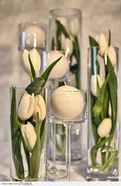 Selecting The Flower Arrangement For Church Weddings – Bridezilla Flowers Tulip Wedding, Diy Wedding Flowers, Flower Centerpieces, Flower Vases, Wedding Hall Decorations, Purple Wedding Invitations, Diy Ostern, White Tulips, Deco Floral