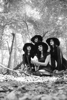 "gothdolly: "" Most old books on witchcraft will tell you that witches work naked. This is because most books on witchcraft were written by men - LOL "" Witch Craft, Dark Romance, Darkness Girl, Maleficarum, Which Witch, Season Of The Witch, Modern Witch, Witch Aesthetic, Shooting Photo"